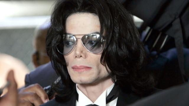 Família de Michael Jackson rebate filme que o acusa de abuso sexual