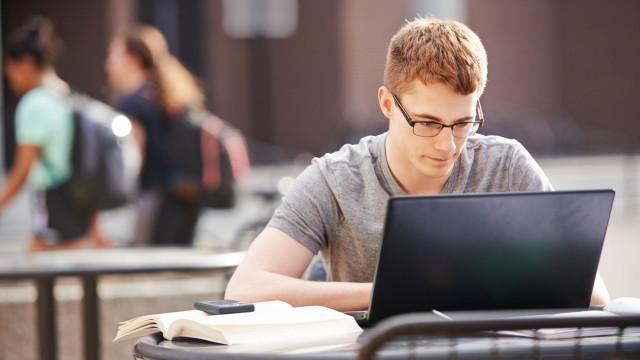 Senado aprova R$ 3,5 bilhões para melhorar acesso à internet em escolas públicas