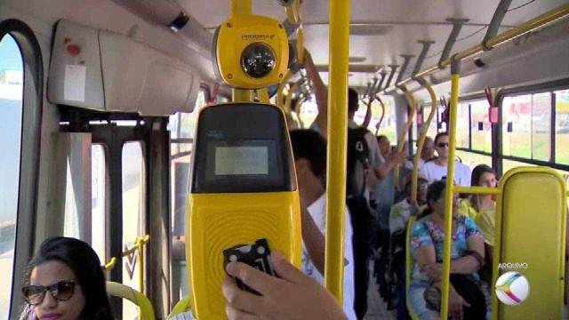 Ônibus de SP testam pagamento com cartão de crédito e débito
