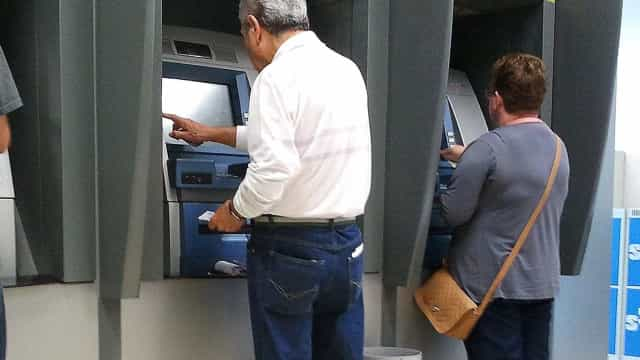 Agências bancárias só voltam a abrir na quarta-feira às 12h
