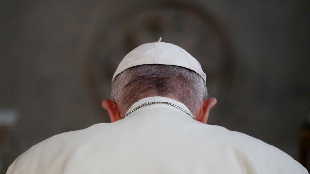 Livro revela tramas na Igreja para derrubar papa Francisco