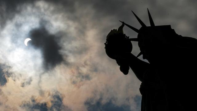 Ilha onde fica estátua da Liberdade é evacuada após incêndio