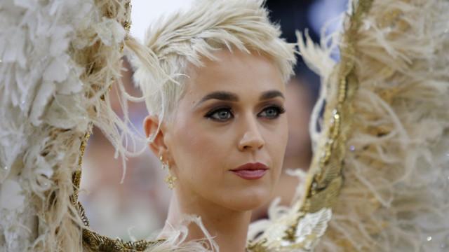 Katy Perry faz desabafo sobre a maternidade um mês após dar à luz