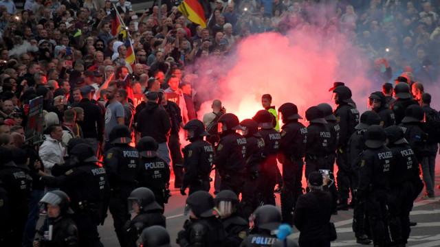 Merkel diz que 'ódio nas ruas' não pertence à Alemanha