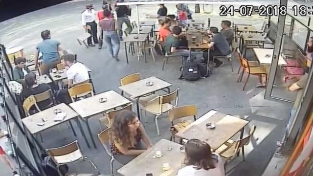 Homem suspeito de assediar e agredir jovem em Paris é preso