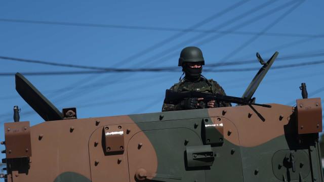 Duas pessoas morrem e 12 são detidas em operações no Rio