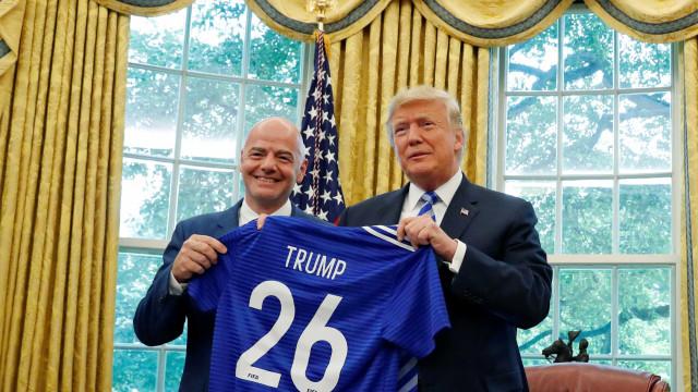 Trump recebe Infantino e ironiza seleção brasileira