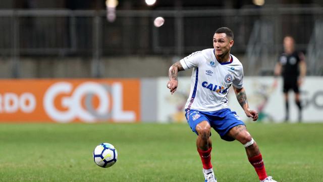 Bahia bate Ceará, vence a 1ª fora e se afasta da zona de rebaixamento