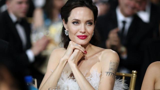 A nova tatuagem de Angelina Jolie é uma indireta para Brad Pitt?