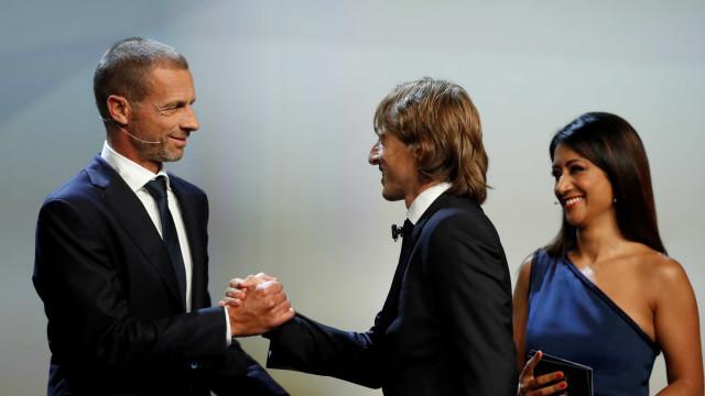 Modric bate CR7 e é eleito o melhor jogador da temporada pela Uefa