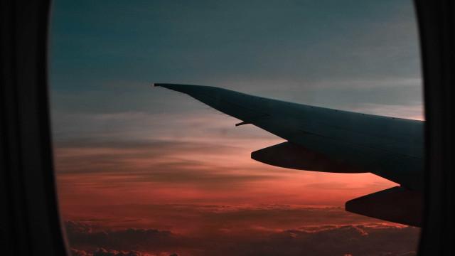 Avião declara emergência e faz pouso forçado em Portugal