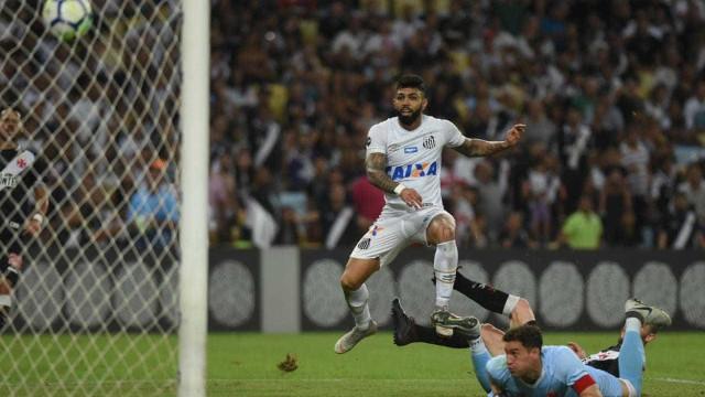 Gabigol 'bagunça' o Vasco, faz hat-trick e Santos vence no Maracanã