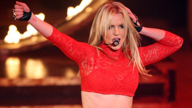 Britney Spears diz que mãe quer que ela volte a cantar ao recordar show
