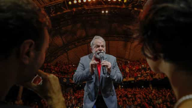 Moro saiu do armário em que escondia natureza política, critica Lula