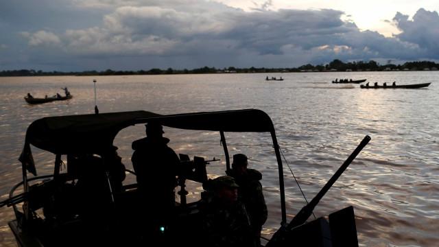 PF apreende 230 kg de cocaína, munições e dinheiro no Rio Solimões