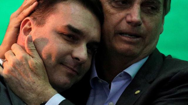 Flávio Bolsonaro: 'Não tem como ir para rua com a barriga aberta'