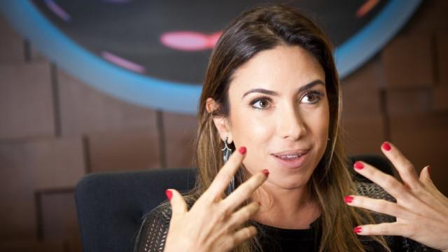 Patrícia Abravanel defende SBT contra críticas por cobertura sobre Gugu