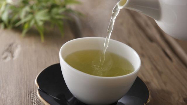 Cuidado com o que bebe. O chá verde também tem malefícios