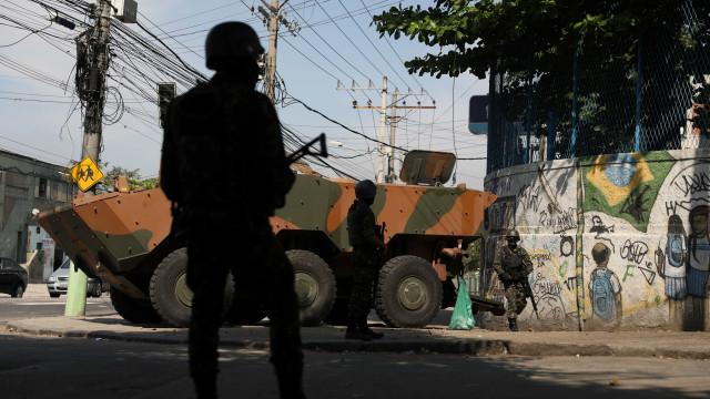 Operação das Forças Armadas prende 16 pessoas em Angra dos Reis