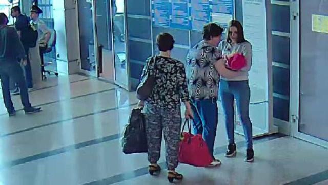 Em vídeo mãe vende filha recém-nascida a desconhecida