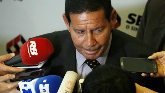 'Nós somos irmãos siameses', diz Mourão sobre Bolsonaro