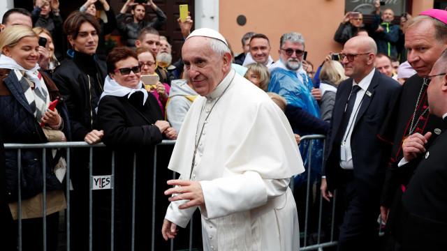 Na Lituânia, Papa diz que cristãos não devem construir muros