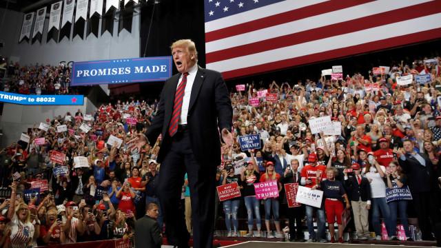 Comício trumpista em Las Vegas tem malhação da imprensa e euforia