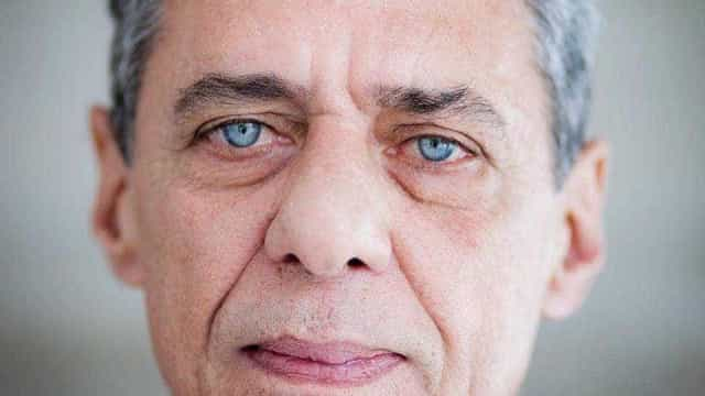 Chico Buarque, que completa 77 anos hoje, protesta contra Bolsonaro no Rio