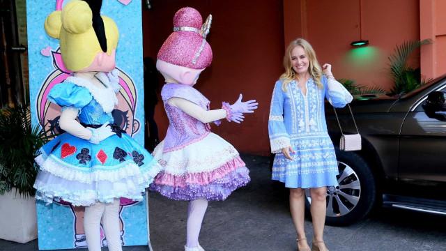Angélica e Luciano Huck recebem famosos na festa de 6 anos de Eva