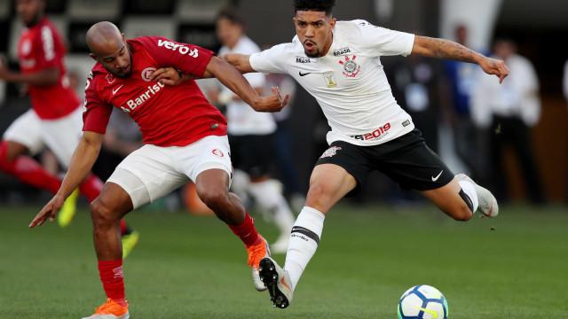 Corinthians supera erro de arbitragem e empata com o Inter