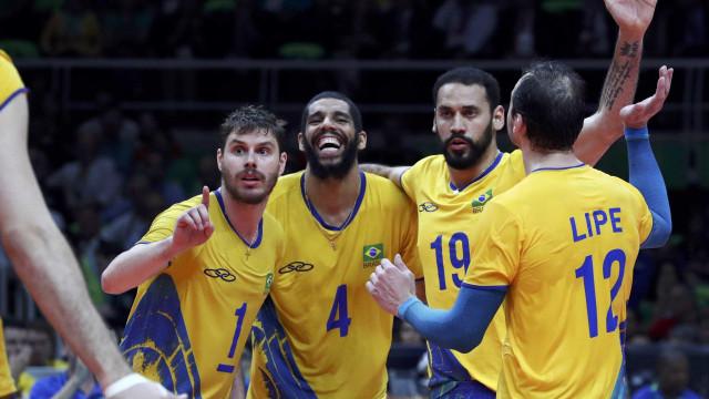 Brasil vira sobre a Rússia e se aproxima da semi do Mundial de vôlei