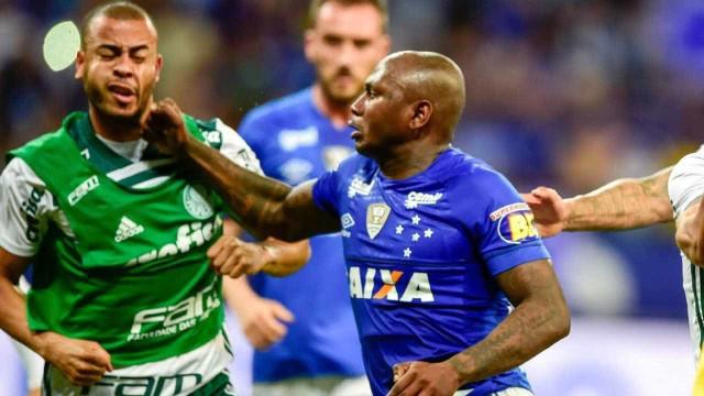 Cruzeiro entra com efeito suspensivo para ter Sassá contra Corinthians