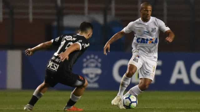 Santos e Vasco empatam no Pacaembu em jogo atrasado do Brasileiro