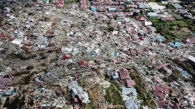Tsunami deixa pelo menos 20 mortos e centenas de feridos na Indonésia