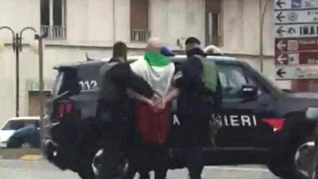 Neofascista italiano pede desculpas por atirar em negros