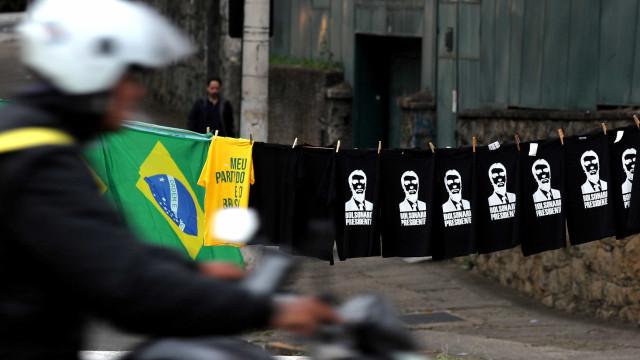 Candidatos ligados a Bolsonaro disparam na reta final, diz boca de urna