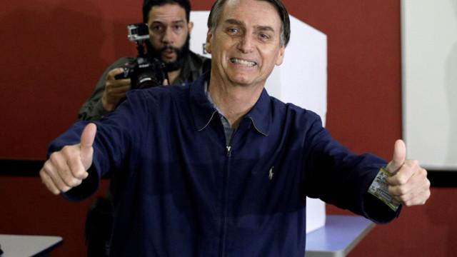 Católico, Bolsonaro investe em pauta evangélica e explode em segmento