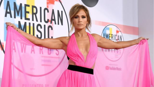 Veja os looks das celebridades no American Music Awards 2018