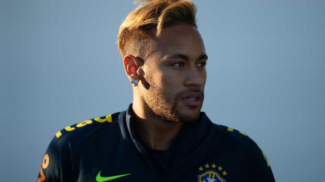 Neymar é visto com ex-affair durante balada em Barcelona