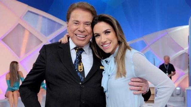 Silvio brinca com a filha grávida pela 3ª vez: 'Não tem TV em casa'