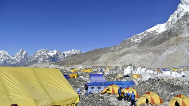 Alpinistas são encontrados mortos no Himalaia