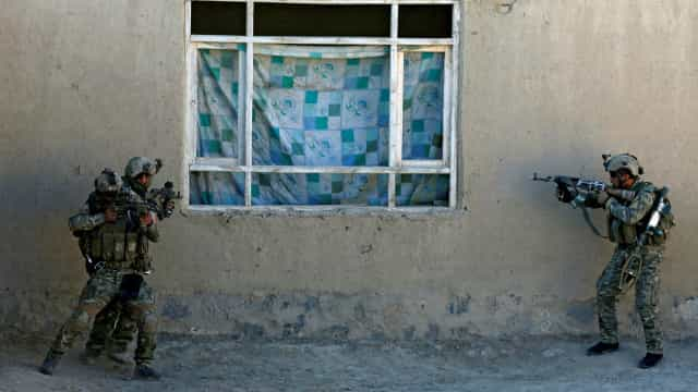 Explosão mata pelo menos cinco pessoas em casamento no Afeganistão