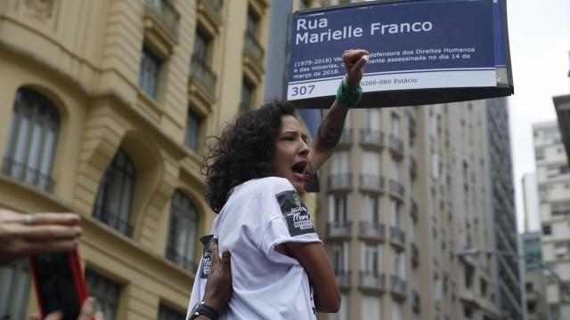 Viúva de Marielle comemora espaço em Paris com nome da vereadora