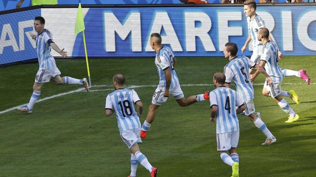 Com interino, Argentina tenta recomeçar contra o Brasil