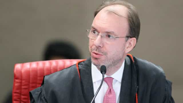 TSE manda excluir publicações usadas por Bolsonaro sobre 'kit gay'