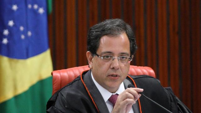 Ministro do TSE proíbe propaganda do PT contra Bolsonaro