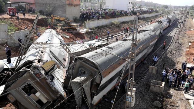 Descarrilamento de trem deixa 6 mortos e 80 feridos no Marrocos