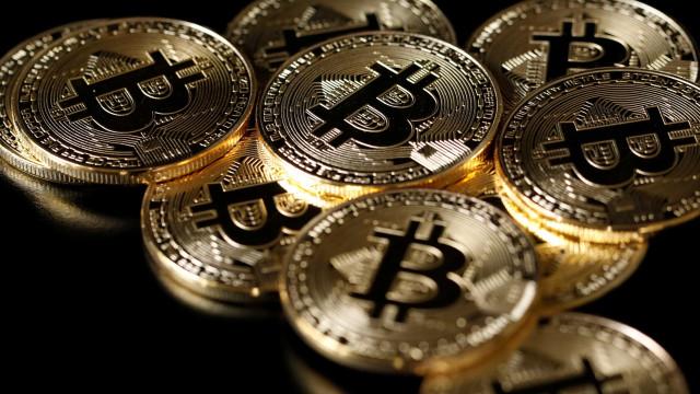 Bitcoin volta a cair e fica abaixo de US$ 4.500, menor valor em 2018