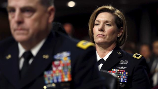 Pela 1ª vez, mulher lidera maior divisão do Exército dos EUA