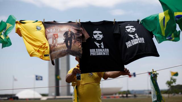 Casa de Bolsonaro vira ponto turístico e aumenta lucro de comerciantes